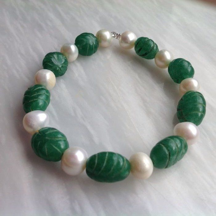 Bracelet of Sculptured Emerald and Baroque Pearls, 18 grams, 20 cm, White gold 18 kt/750 clasp
