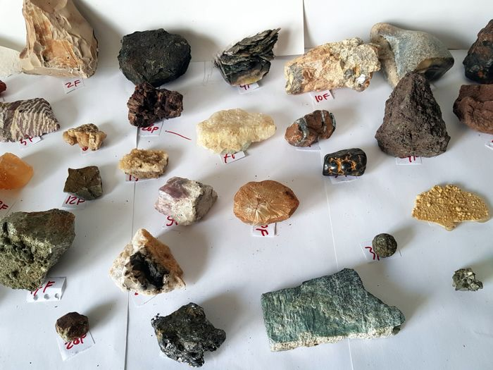 Collection of minerals - 19 x 130 mm - 3.8 kg