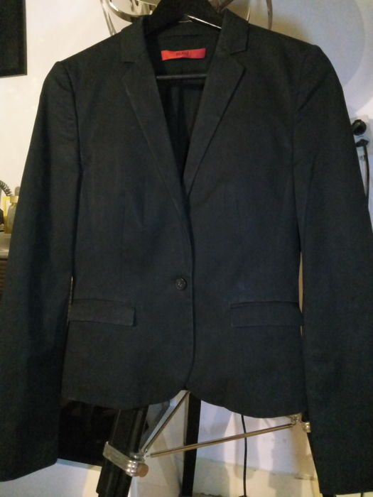Hugo Boss single button jacket with mulberry silk top.