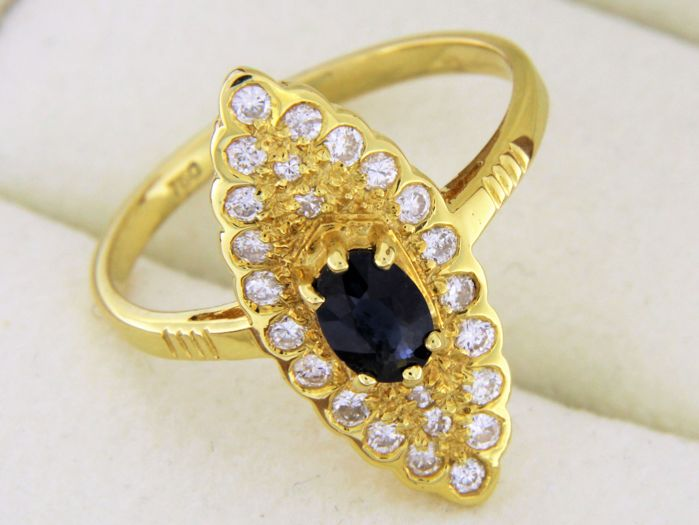 Marquise ring in 18 kt yellow gold – Sapphire – Diamonds