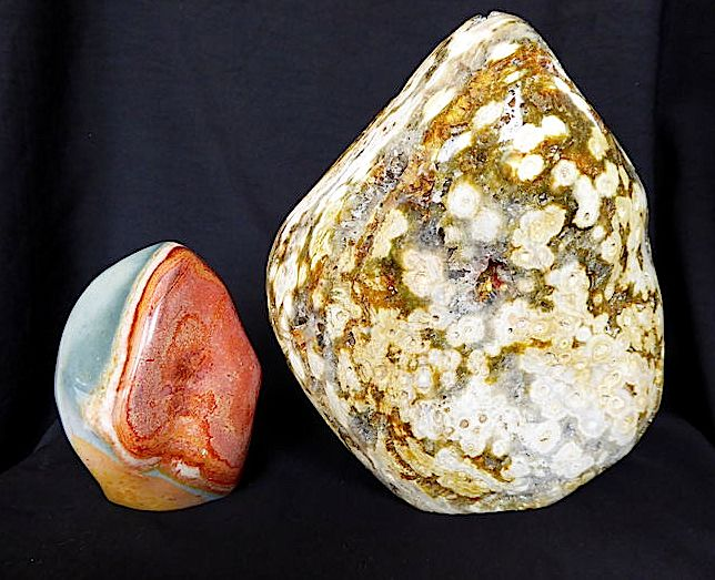 1 x Ocean Jasper 1/2 polished 19 x 17.5 cm - Weight: 2.385 Kg  / 1 x Jasper Polychrome 11 x 7.5 cm - Weight: 654 grams