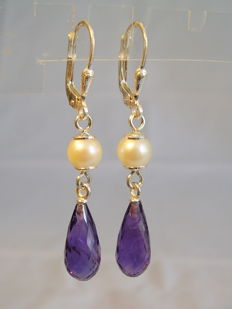 Amethyst pearl pendeloques, facetted amethyst droplets of 10 ct in total.