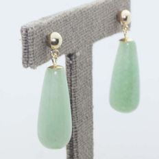 Earrings in 18 kt with nephrite and stud clasp.