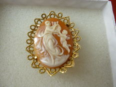 Cameo handmade in 18 kt gold: made by master goldsmiths from Torre del Greco