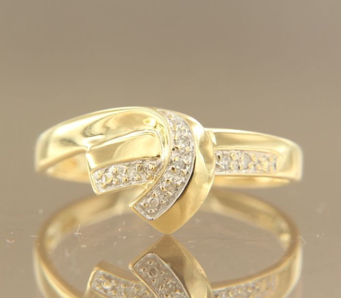 18 kt bi-colour gold ring set with 6 single cut diamonds, approx. 0.03 carat in total, ring size 17.5 (55)