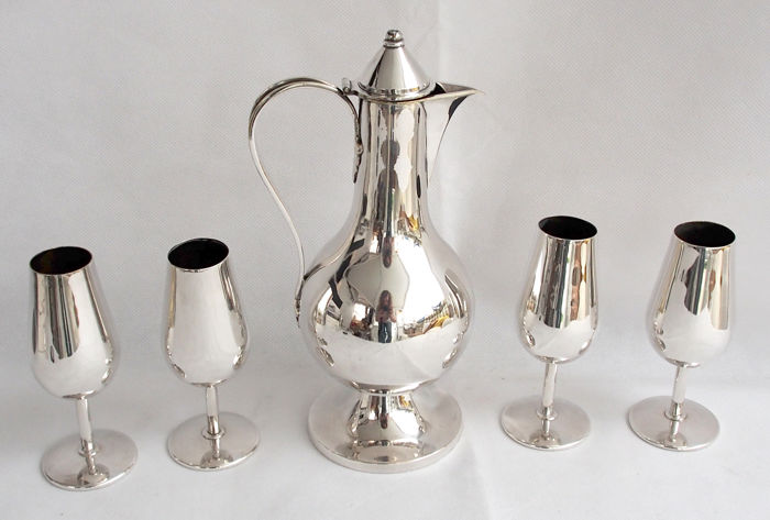 Silver Plated Wine Jug And 4 Goblets - Jones & Willis Early 20th Century