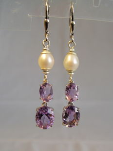 Earrings with facetted amethysts (4.5 ct) and genuine white pearls