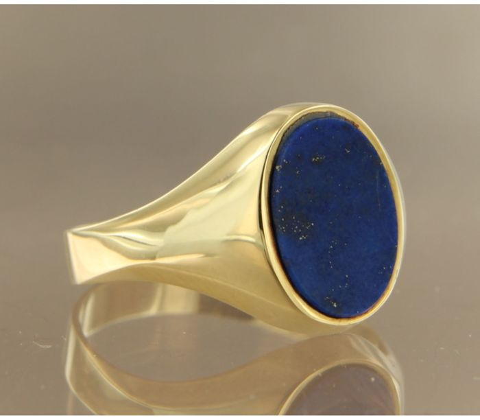 14 kt yellow gold signet ring set with an oval cut lapis lazuli, ring size 17 (53) ****No reserve price****