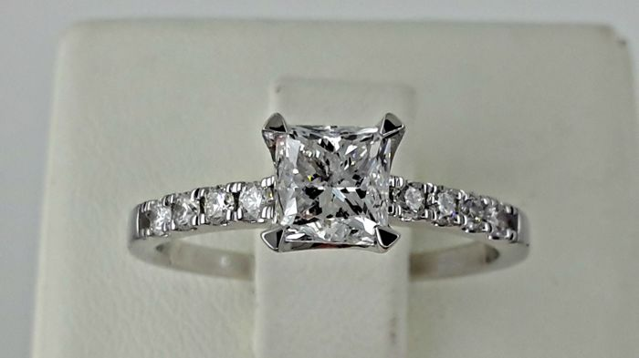 1.14 ct E/SI1 princess diamond ring made of 14 kt white gold - size 7