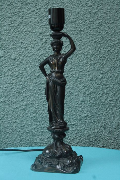 Aphrodite cast lamp