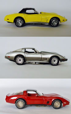 Franklin Mint - Scale 1/24 - 1975 Corvette convertible - Yellow, 1978 Chevy Corvette Silver 25th Anniversary & 1982 Corvette - Red