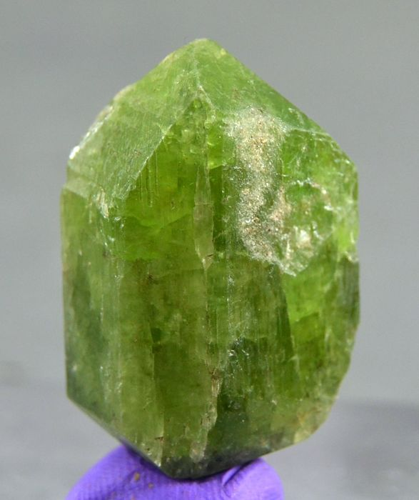 New Find  Perfect Double Terminated Green Diopside Crystal  - 36 x 25 x 16 mm - 106 ct