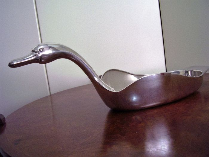 Swan-shaped centrepiece in Italian silver 20th century - CESA
