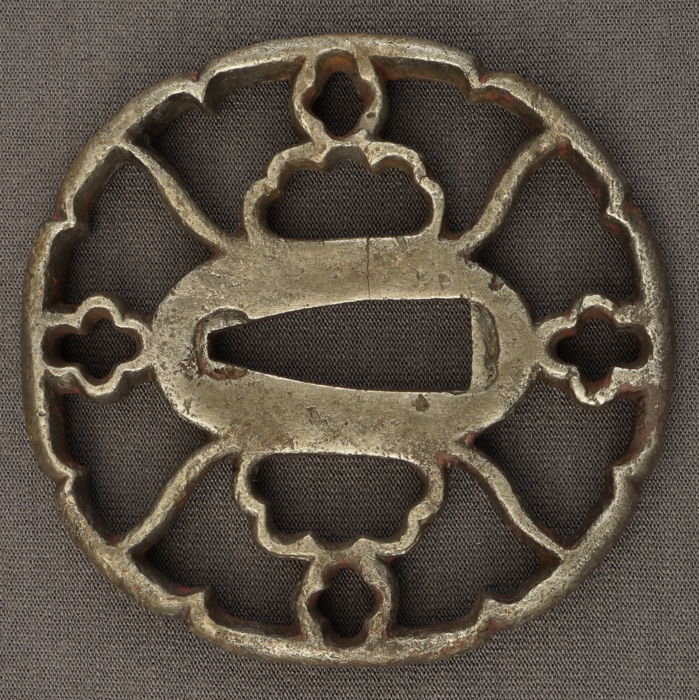 Beautiful Sukashi tsuba with cutaway edge - Japan - Edo period (1603-1868)