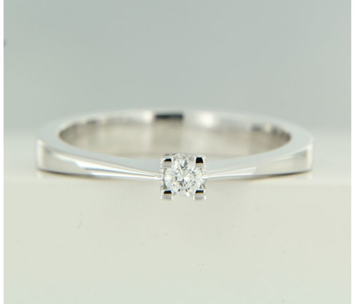 14 kt white gold solitaire ring set with brilliant cut diamond, approx. 0.04 ct in total, ring size 16.5 (52) ****No Reserve Price****