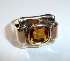 Ring in 333 / 8 kt rose gold design from around the 1940s with citrine approx. 1.4 ct