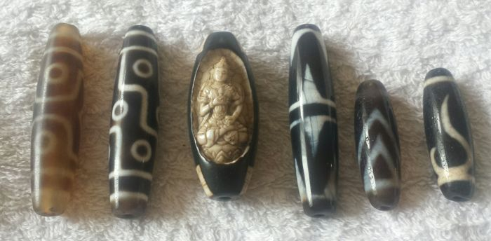 Six different DZI agate prayer beads – Nepal – 21st century