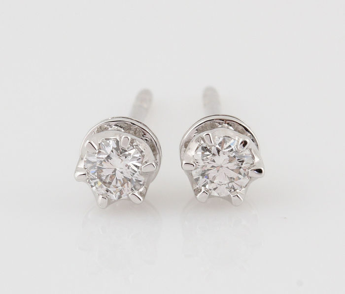 "18 kt white gold diamond earrings, 0.31 ct / 1.50 g / G–H / VS1–VS2 / 14 x 4 x 4 mm. ""New"""