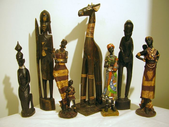 7 African figures young woman / man / giraffe height 25-40 cm.