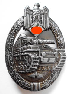 Tank assault badge in bronze with manufacturer's mark
