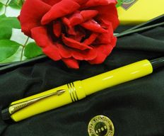 Duofold yellow Mandarin. Parker. Numbered and limited series.
