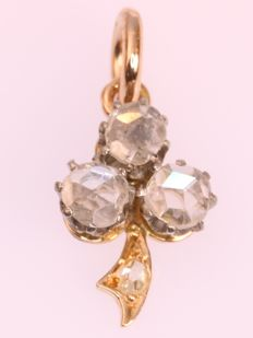 Gold and platinum three leaf clover diamond pendant - anno 1910
