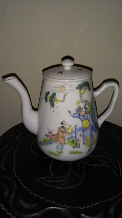 Porcelain teapot - China - Republic period (1912-1949)