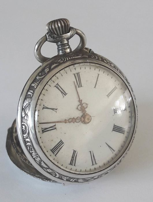 Swiss, women's pocket watch – period 1900s – silver.