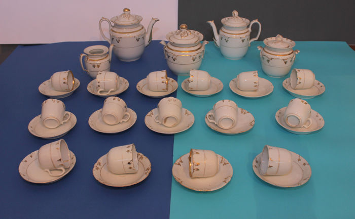 A set composed of 17 cups + porcelain teapot, coffee pot and sugar bowl