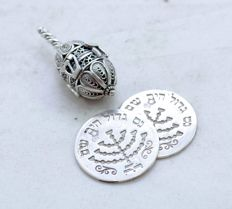 A filigree Hannukah dreidel in Hebrew with 2 Hannukah coins - Israel - 19th century