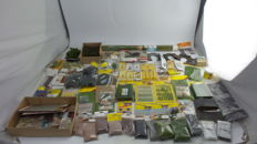 Noch/Berka/Heki/Faller/Busch H0 - ±75-piece batch of scenery, with grass, litter, road-metal, moss, streets, trees, lamps, tunnel portals and more