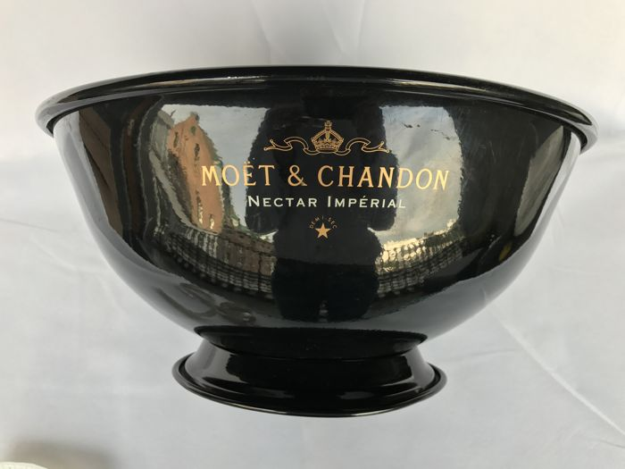 Moët et Chandon cooler for one to two magnum bottles or four  0.7 L bottles.