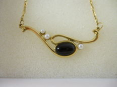 Gold necklace (18 kt) and onyx – length 45 cm
