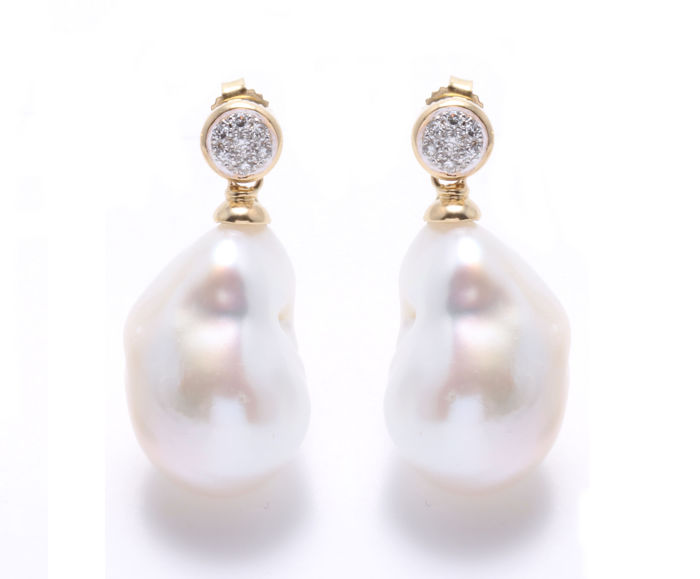 18K Yellow Gold and 0.10Ct Diamond Earrings Featuring Lustrous Baroque Freshwater Pearls - Authenticity Certificate Included