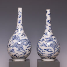 Fine pair of blue white porcelain vases, decorated with a dragon and a phoenix - China - 19th century.