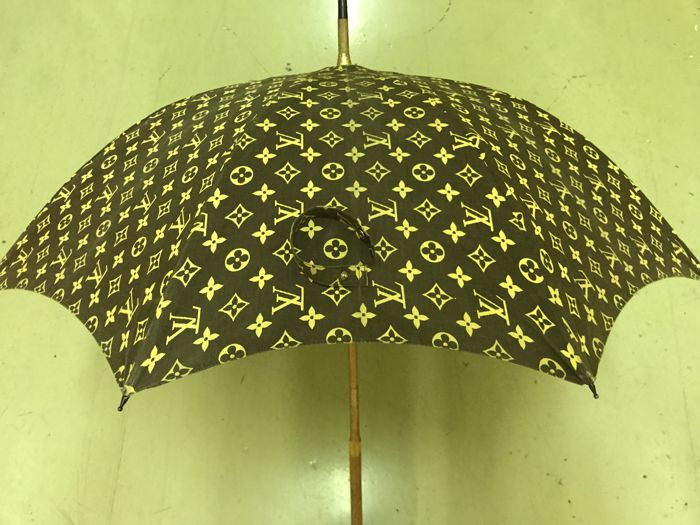 Louis Vuitton – Exclusive vintage umbrella in excellent condition.