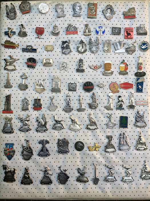 More than 200 old pins in 1 collection (including football clubs, car brands and old tourist attractions)