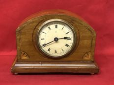 Pfeilkreuz table clock with mahogany structure