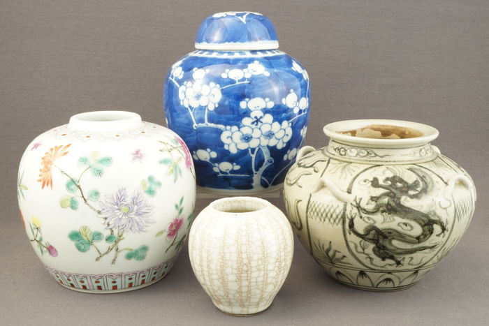 Collection of vases and ginger jar - China - 2nd half of 20th century