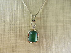 Delicate necklace with emerald pendant, from the 1970s.