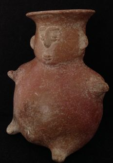 Pre-Columbian Pihuamo redware pottery depicting a female figure - Colima Mexico - 16 cm