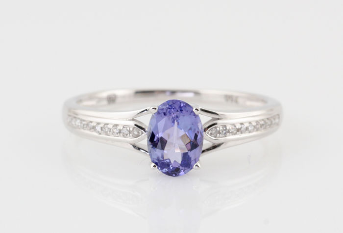 "18 kt white gold diamond and tanzanite ring, 0.05 ct & 0.70 ct – 2.00 g – G-H, VS1-VS2 – 56.5 – ""NEW"""
