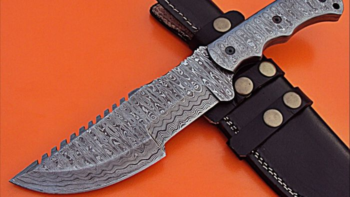 Good quality  handmade of 256 layers of damascus hunting  knife .