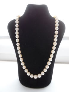 Necklace with Akoya Saltwater Pearls