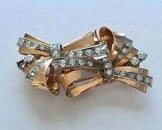 Gold brooch from the early 1900s, two bows with diamonds