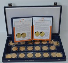 "The Netherlands – medals, 2001-2010, ""Onze Oranjes"" (""Our House of Orange"") (22 different medals) in case"