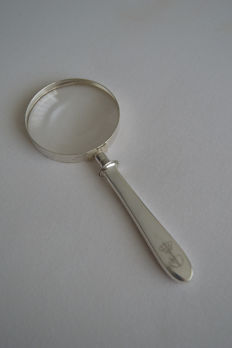 Silver magnifying glass donated by Queen Beatrix and Prins Claus