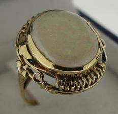 14 karat Gold ring inlaid with opal, ring size: 16.5