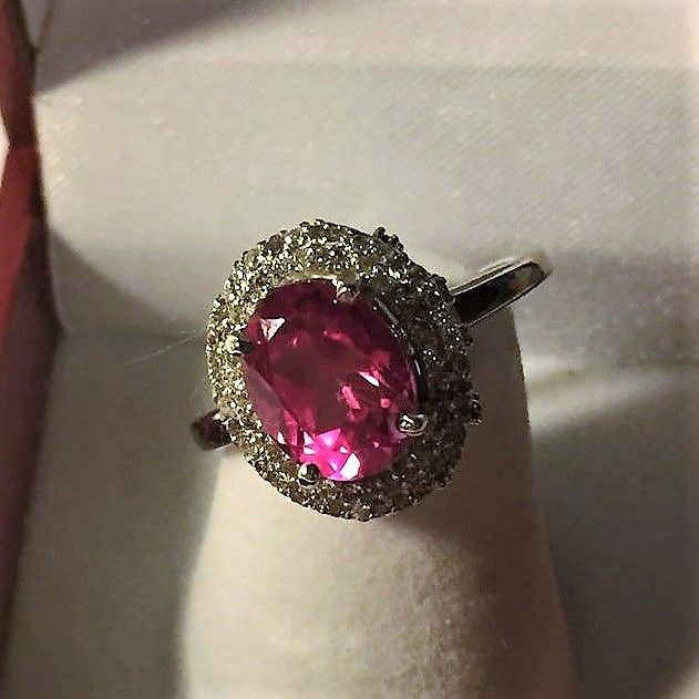 White gold ring set with 117 diamonds of 0.40 ct in total and a natural pink tourmaline of 1.10 ct.