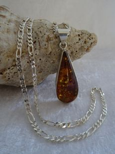 Droplet-shaped Amber pendant (925 silver) on 925 silver Figaro link necklace
